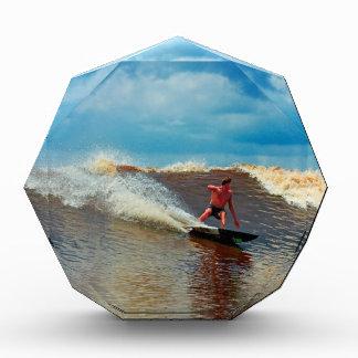Río que practica surf el diámetro interior de mare