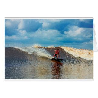 Río que practica surf el diámetro interior de mare tarjeta de felicitación