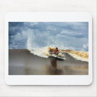 Río que practica surf la onda Sumatra del diámetro Mousepads