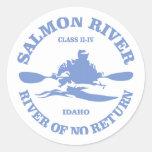 Río salmonero (kajak) pegatina redonda
