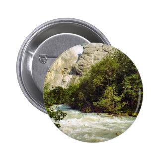 Río suizo del glaciar y del aguanieve pins