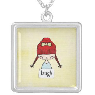 risa - chica con un mensaje - collar