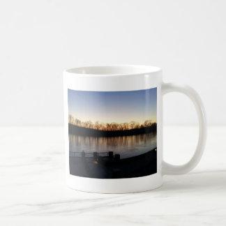 riverwalk en invierno tazas de café
