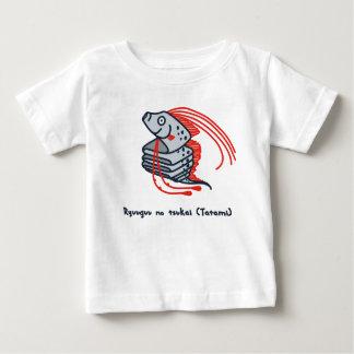 < riyuuku ゙ unotsukai (folding) color >Oarfish Baby T-Shirt