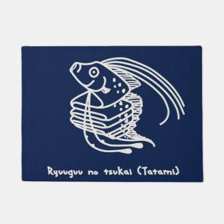 < riyuuku ゙ unotsukai (folding) white >Oarfish Doormat