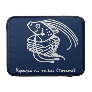 < riyuuku ゙ unotsukai (folding) white >Oarfish MacBook Sleeve