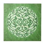 Rizos célticos verdes texturizados del arte azulejos cerámicos
