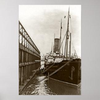 RMS Carpathia en Nueva York Poster