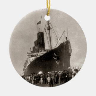 RMS Lusitania arrives New York City 1907 Ceramic Ornament