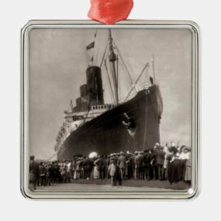 RMS Lusitania arrives New York City 1907 Metal Ornament