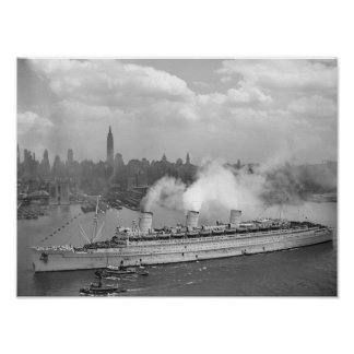 RMS Queen Mary que llega en el puerto de Nueva Yor Impresiones