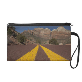 Road-kill viewpoint wristlet purse