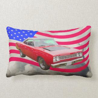 Roadrunner 1968 de Plymouth y bandera americana Almohadas