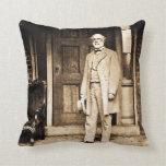 Robert E. Lee in Richmond Virginia Civil War Throw Pillows