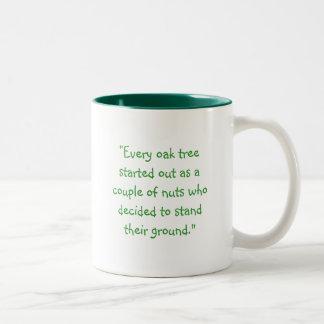"""roble, """"cada roble comenzado como un par de… taza de café de dos colores"""