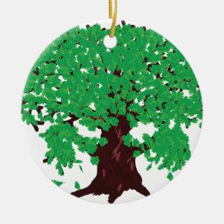 Roble con las hojas verdes adorno navideño redondo de cerámica
