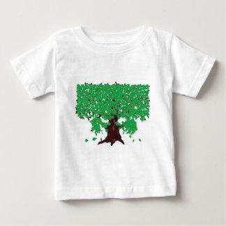 Roble con las hojas verdes playera de bebé