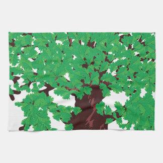 Roble con las hojas verdes toalla de mano