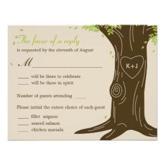 Roble que casa la tarjeta de RSVP con la selección Invitacion Personal