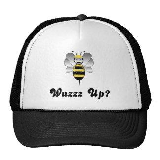 Robobee manosea la abeja Wuzz encima del gorra