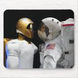 Robonaut 2, un diestro, hel 3 del astronauta del tapete de raton