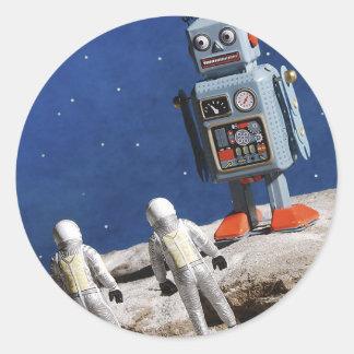 Robot gigante en la luna pegatina redonda
