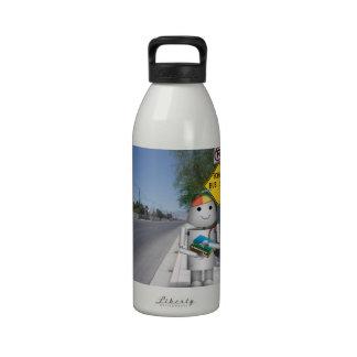 Robox9 vuelve a la escena de la parada de autobús botellas de agua reutilizables