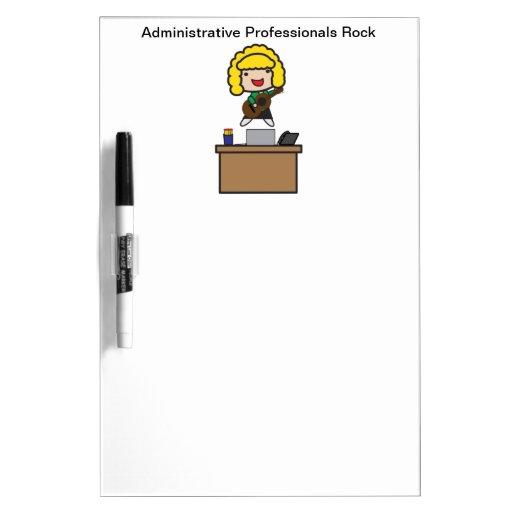 Roca administrativa de los profesionales (rubia) tablero blanco