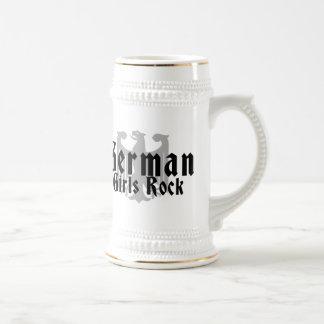 Roca alemana de los chicas tazas de café