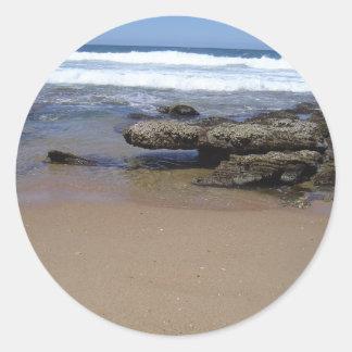 Roca colgante pegatina redonda