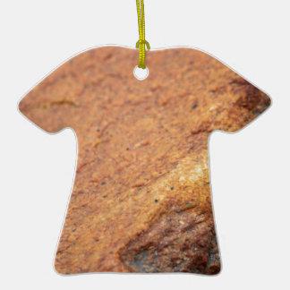 Roca coloreada moho del granito adorno de cerámica en forma de camiseta