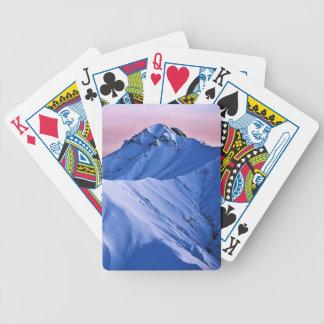 Roca de la nieve de los picos de montaña rocosa de baraja de cartas