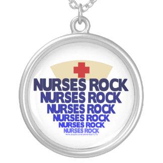 Roca de las enfermeras collar plateado