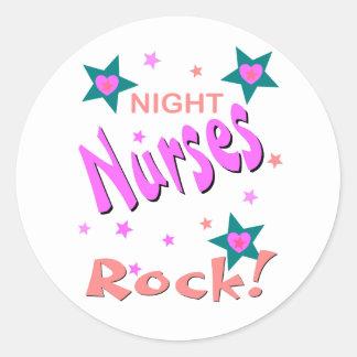 Roca de las enfermeras de noche pegatina redonda