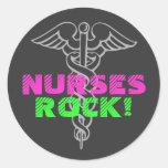 ¡Roca de las enfermeras! pegatinas Pegatina Redonda