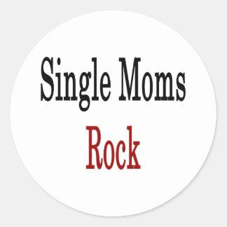 Roca de las madres solteras pegatina redonda
