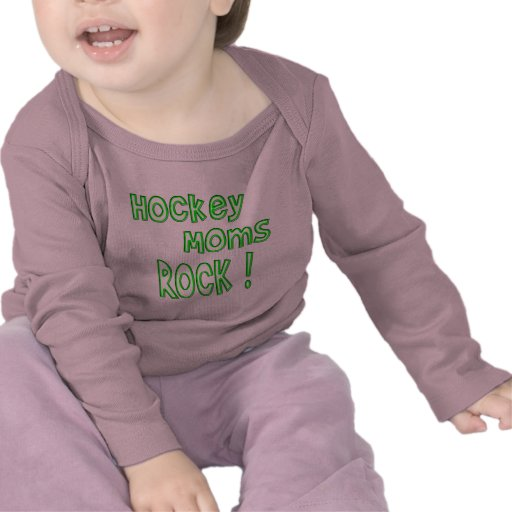 ¡Roca de las mamáes del hockey! (verde) Camisetas