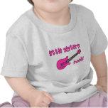 ¡Roca de las pequeñas hermanas! con la camiseta