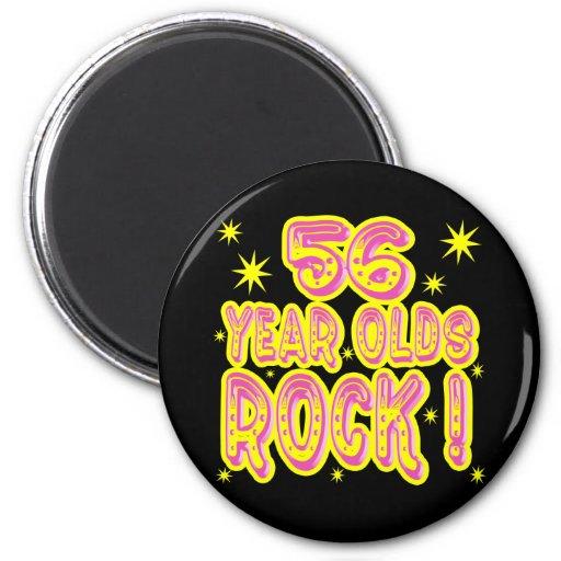 ¡roca de las personas de 56 años! Imán (rosado)