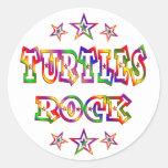 Roca de las tortugas de la diversión pegatina redonda