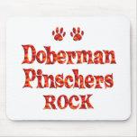 Roca de los Pinschers del Doberman Alfombrillas De Ratón