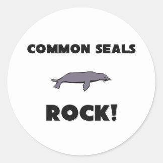 Roca de los sellos comunes pegatina redonda