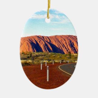 Roca de Uluru/de Ayers - Australia Adorno Navideño Ovalado De Cerámica