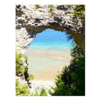 Roca del arco, isla de Mackinac Postal