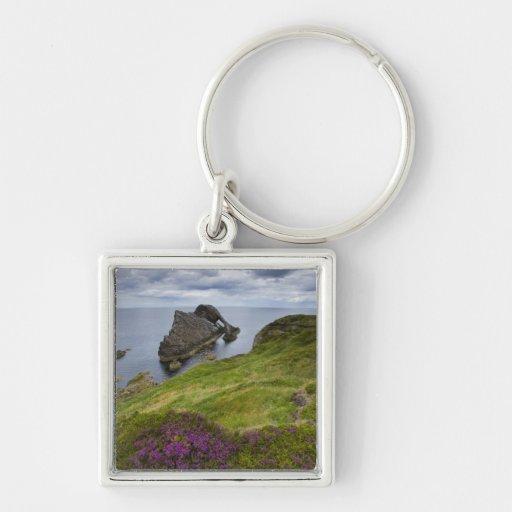 Roca del violín del arco, Portknockie, Escocia Llavero Cuadrado Plateado