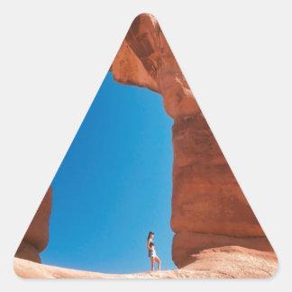 Roca en el arco pegatina triangular