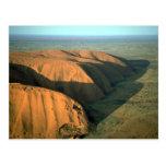 Roca en la puesta del sol, desierto de Ayers de Au Tarjetas Postales