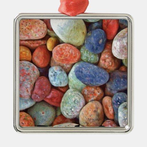 Roca en rocas multicoloras adorno cuadrado plateado