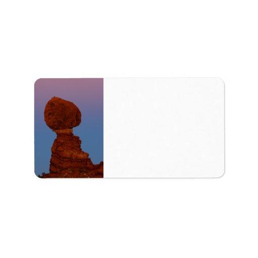 Roca equilibrada etiqueta de dirección