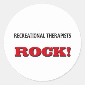 Roca recreativa de los terapeutas pegatina redonda